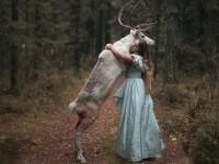 Ses portraits mystiques utilisent de vrais animaux : golem13