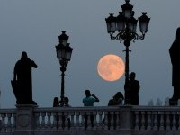 Supermoon photographs from around the world | Photos | The Big Picture | Boston.com