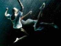 Underwater Sensual Portraits – Fubiz™
