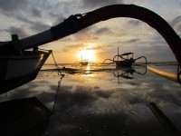 Free Images : beach, landscape, sea, sun, sunrise, sunset, boat, canoe, dusk, evening, reflection, vehicle, holiday, indonesia, oriental, bali, screenshot, atmosphere of earth, sanur 4320x3240 - - 1365677 - Free stock photos - PxHere